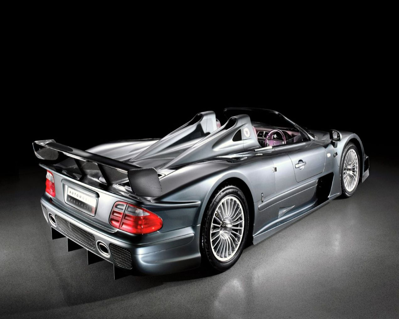 mercedes-benz-clk-gtr-coupe-and-roadster_1280x1024_72432