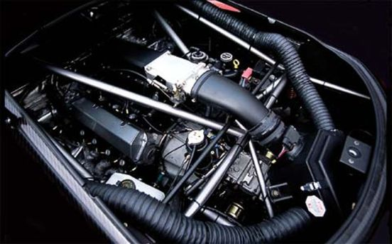 112_0208_Saleen_S7_02z_Saleen_S7_Engine