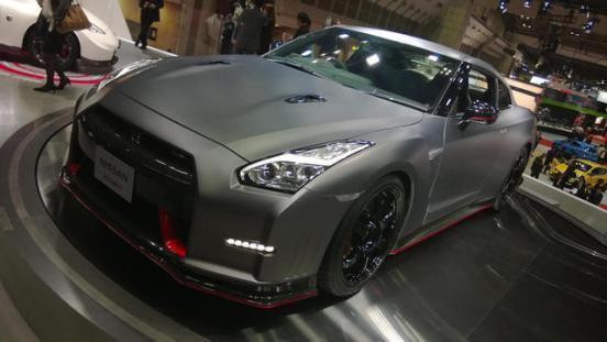 2015-Nissan-GT-R-NISMO-Live-Shot-02