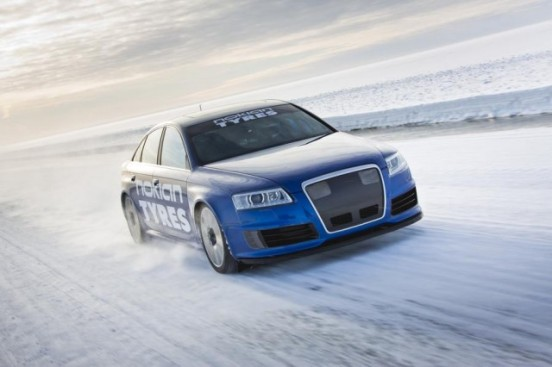 Audi-RS6-at-208-mph...-on-ice-1-640x426
