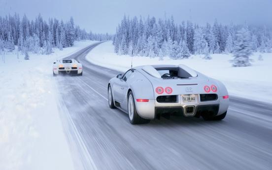 Sexy-White-Bugatti-Veyron-Car