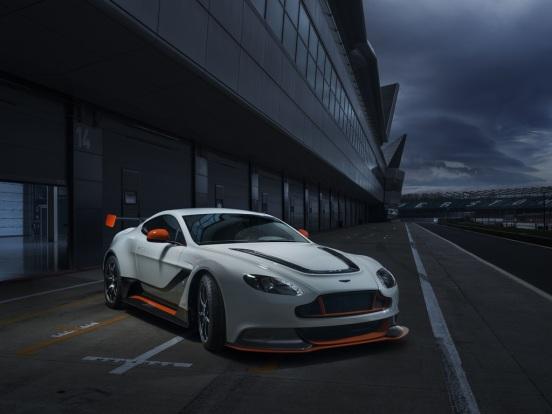 2015_AstonMartin_VantageGT3specialedition-0-1024