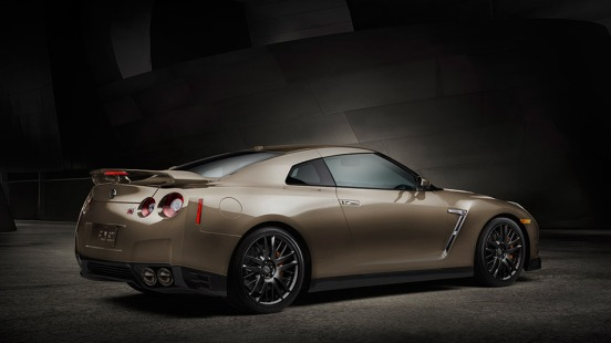 2016-nissan-gtr-premium-sports-car-rear-view-super-silver
